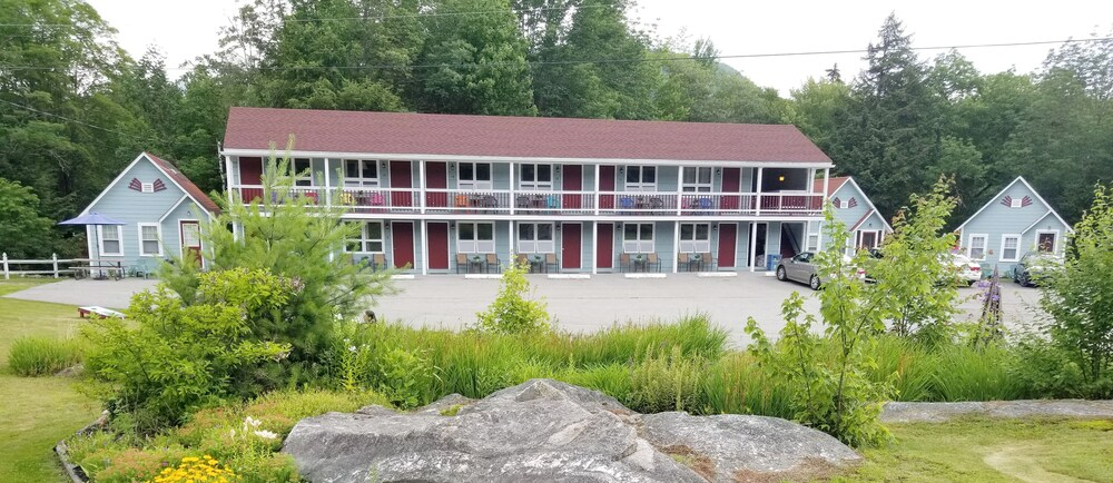 White Mountain Motel And Cottages