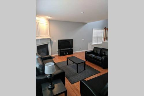 Clean Close to Airport Downtown
