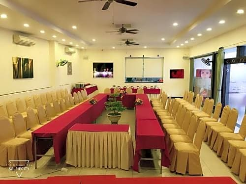 Gallery image of Bamboo Green Riverside Hotel