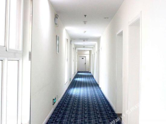 Gallery image of 7 Days Inn