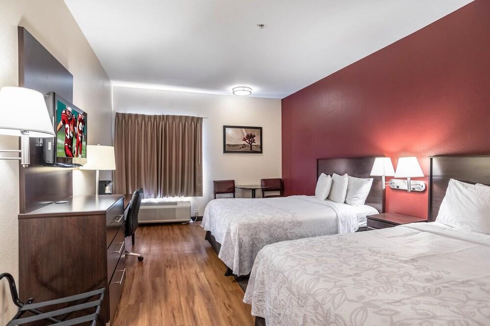 Gallery image of Red Roof Inn PLUS Phoenix West