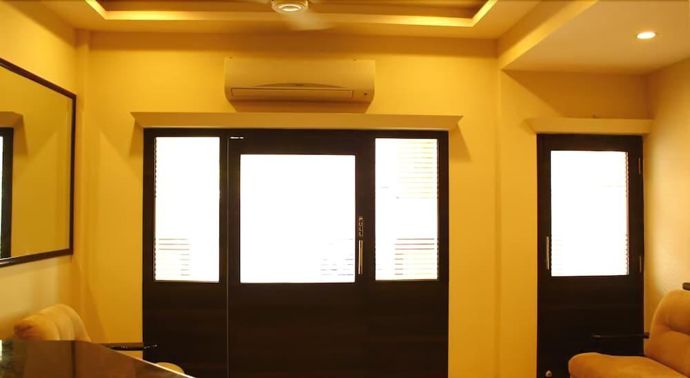 Gallery image of OYO 18594 M The Business Hotel