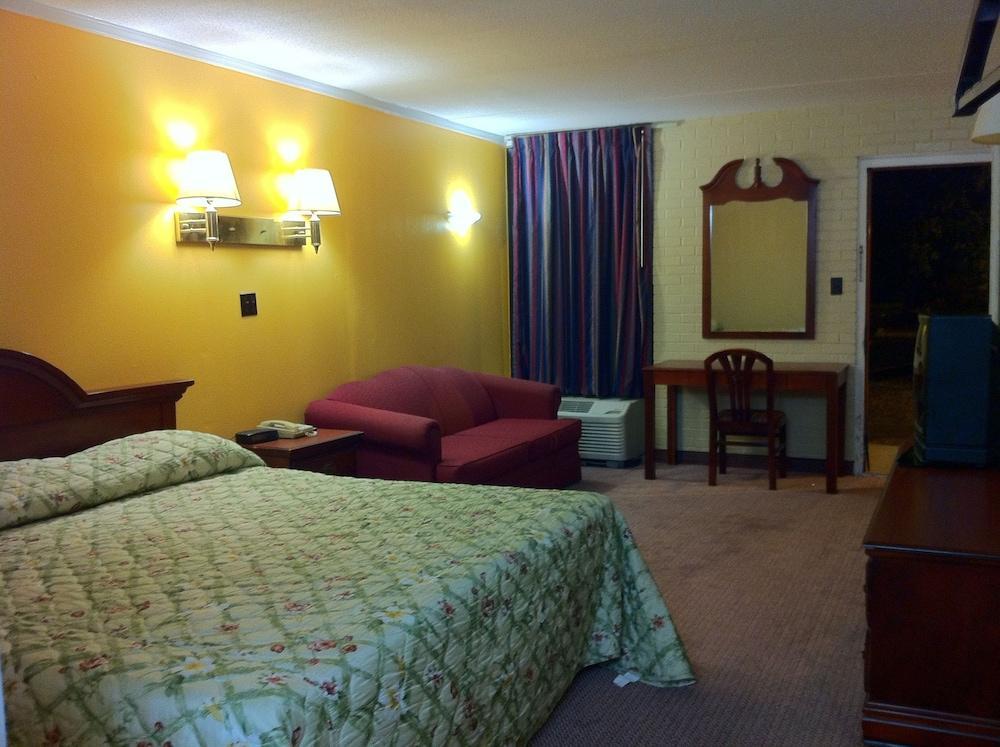 Gallery image of Budget Inn Charlotte