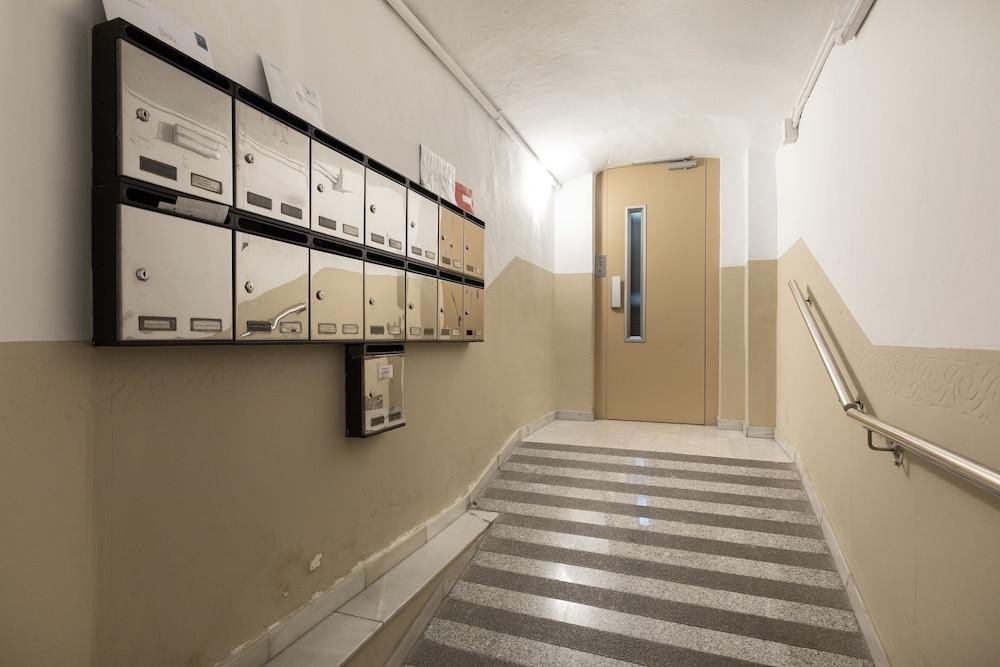 AB Berlin Les Corts Apartment