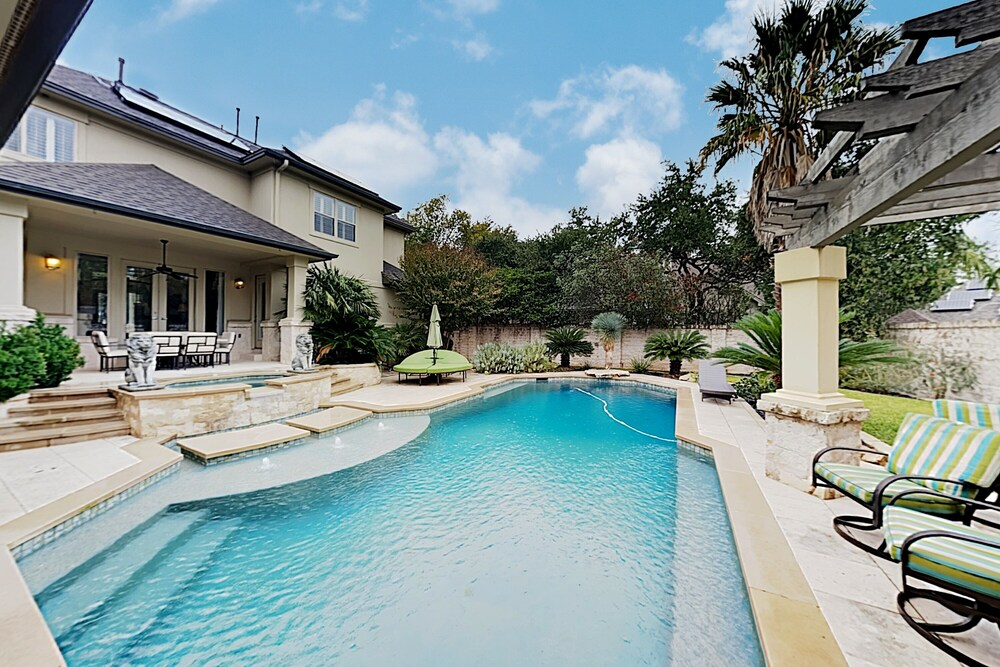 West Lake Wonder W Private Pool & Outdoor Kitchen 6 Bedroom Home