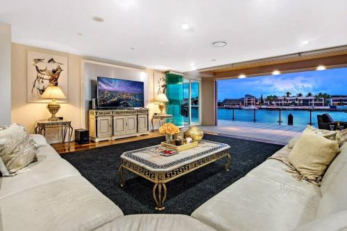 4.5 Million Dollar Dream Mansion in Surfers Paradise