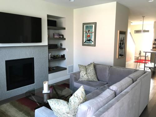 New 4 Level Townhome Close to Downtown