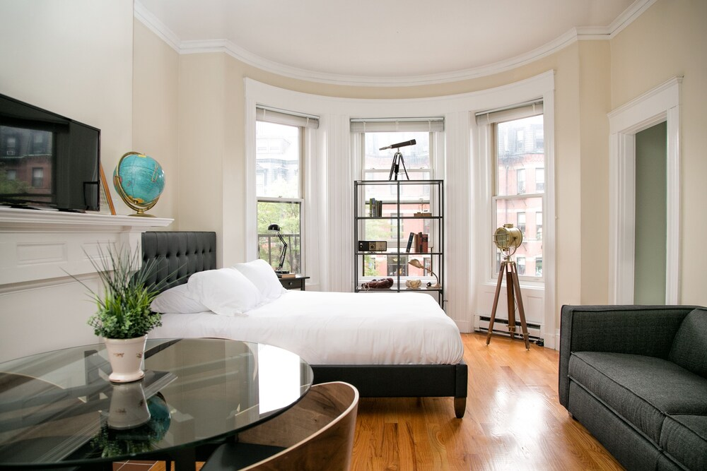 Pleasant Back Bay Suites by Sonder