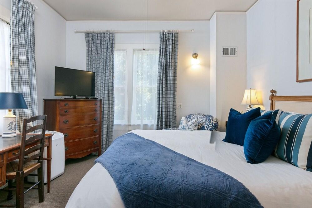 New Listing The Darcy Suite At De La Vina Inn Studio Bedroom Hotel Room