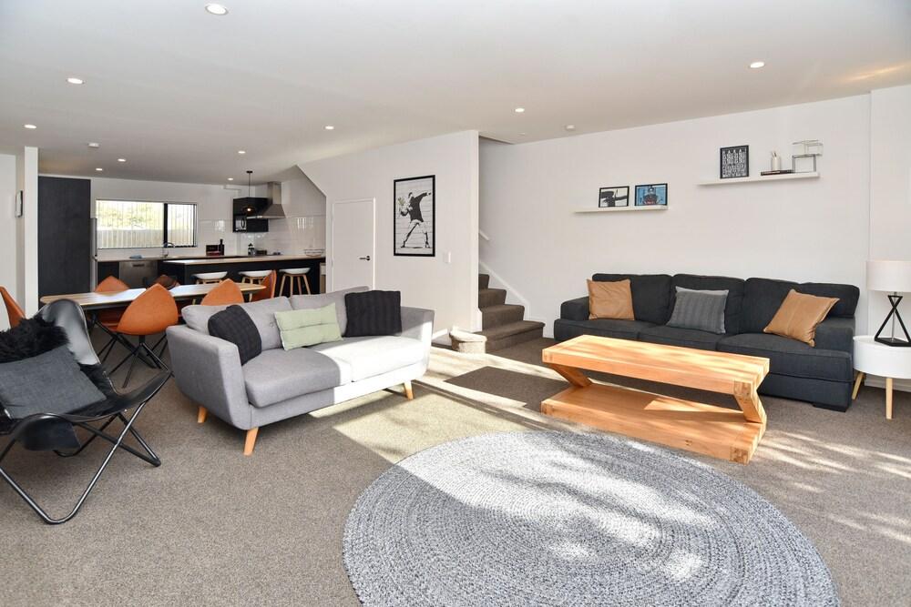 Parlane Apartment 1