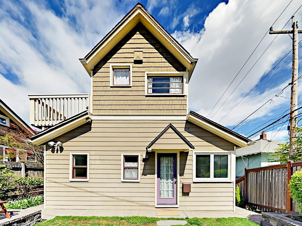 3br W Fenced Backyard Walk To Queen Anne Avenue 3 Bedroom Home