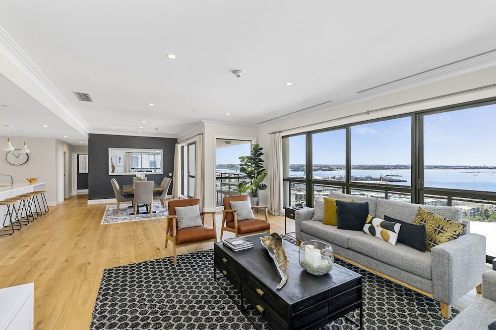 Zodiak's 3 Bedroom Penthouse on Nelson