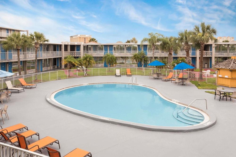Gallery image of Days Inn by Wyndham Orlando International Drive