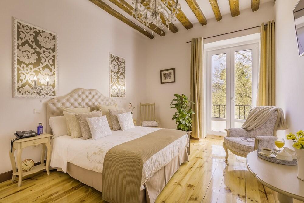 Oriente Palace Apartments