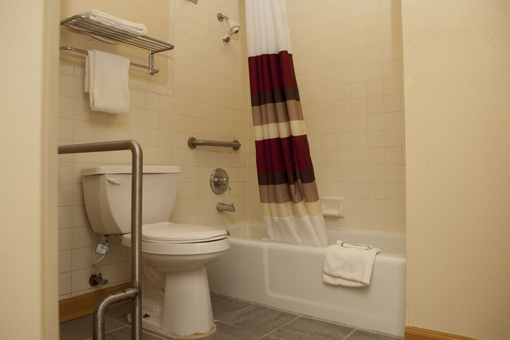 Gallery image of Red Roof Inn & Suites Jackson TN