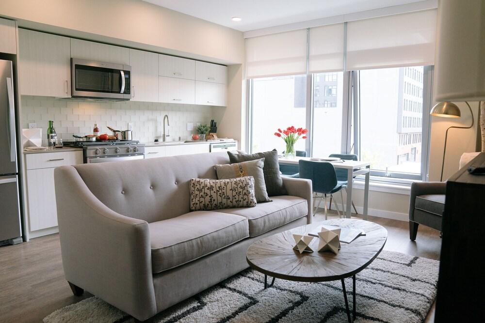 WhyHotel Seattle Belltown Luxe Suites Wall Street