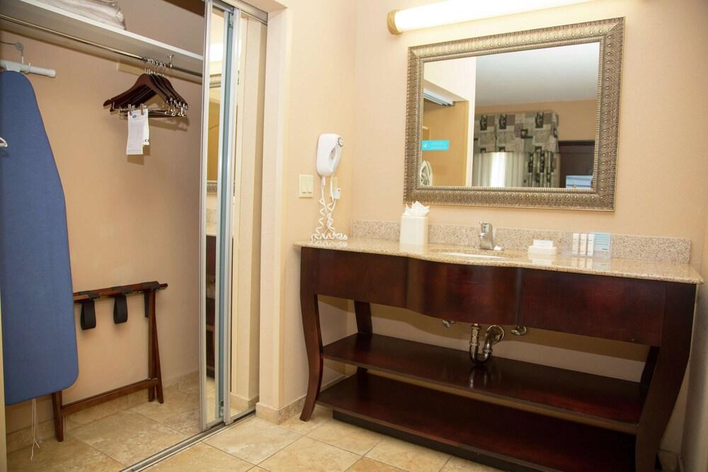 Gallery image of Hampton Inn and Suites Houston Rosenberg