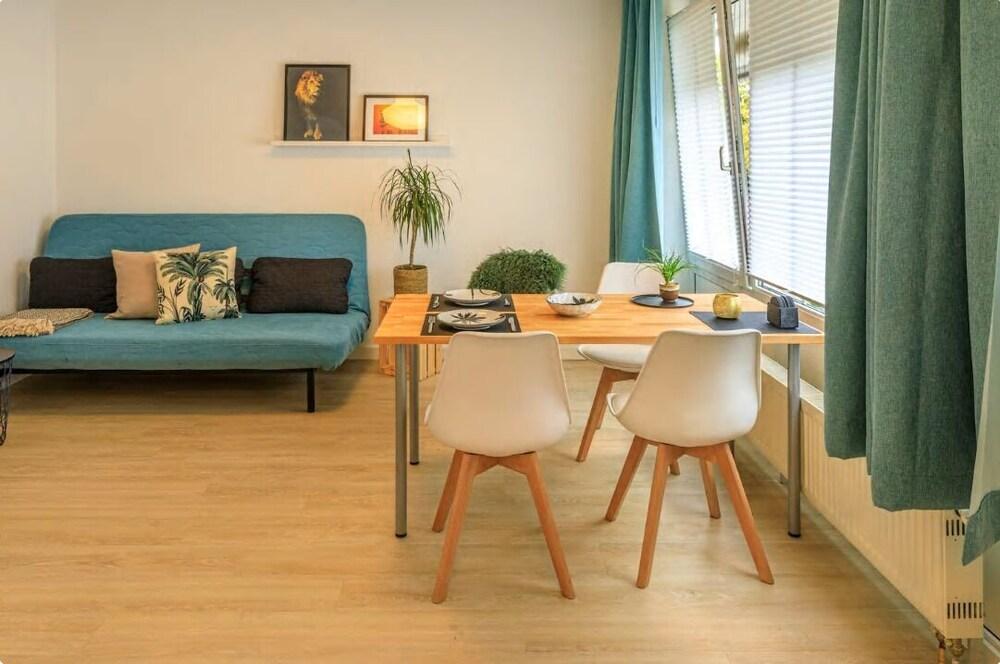 Spacious Design Apartments Near Center