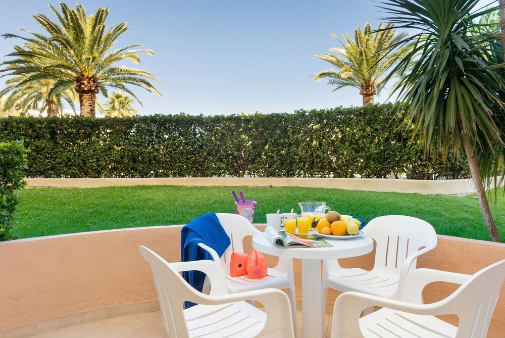Gallery image of Aparthotel Alcúdia Beach