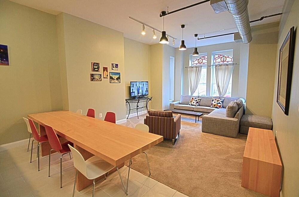 1123 Northwest Apartment #1052 3 Br Apts