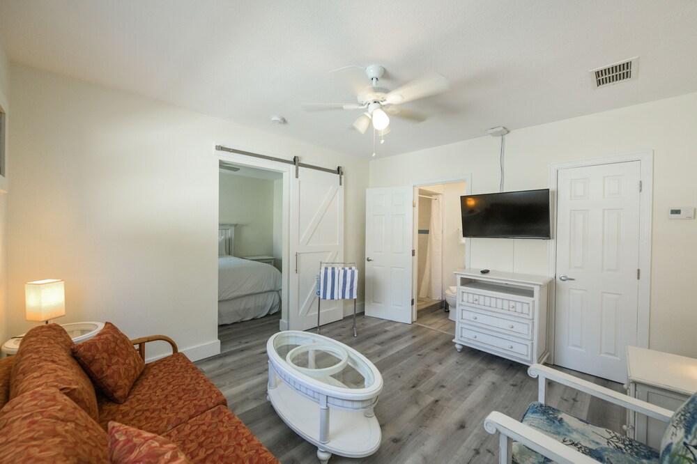 Gallery image of Siesta Key Beach Resort & Suites; Tiki & Pool