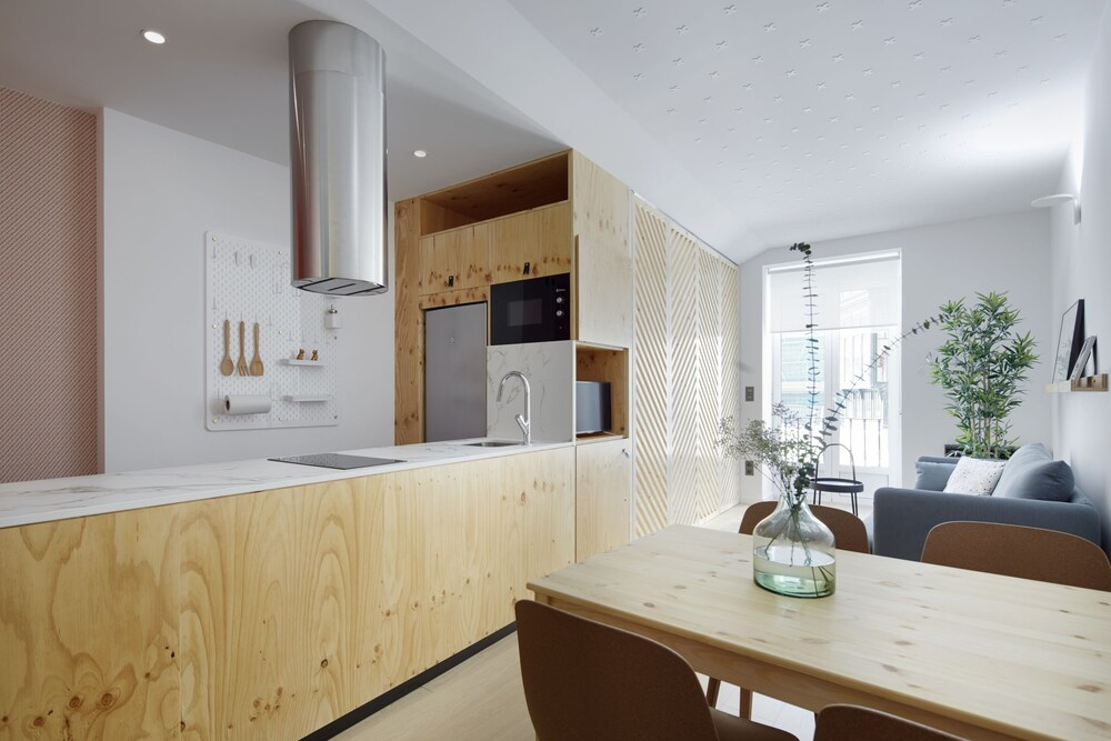 Easo Plaza Apartment by FeelFree Rentals