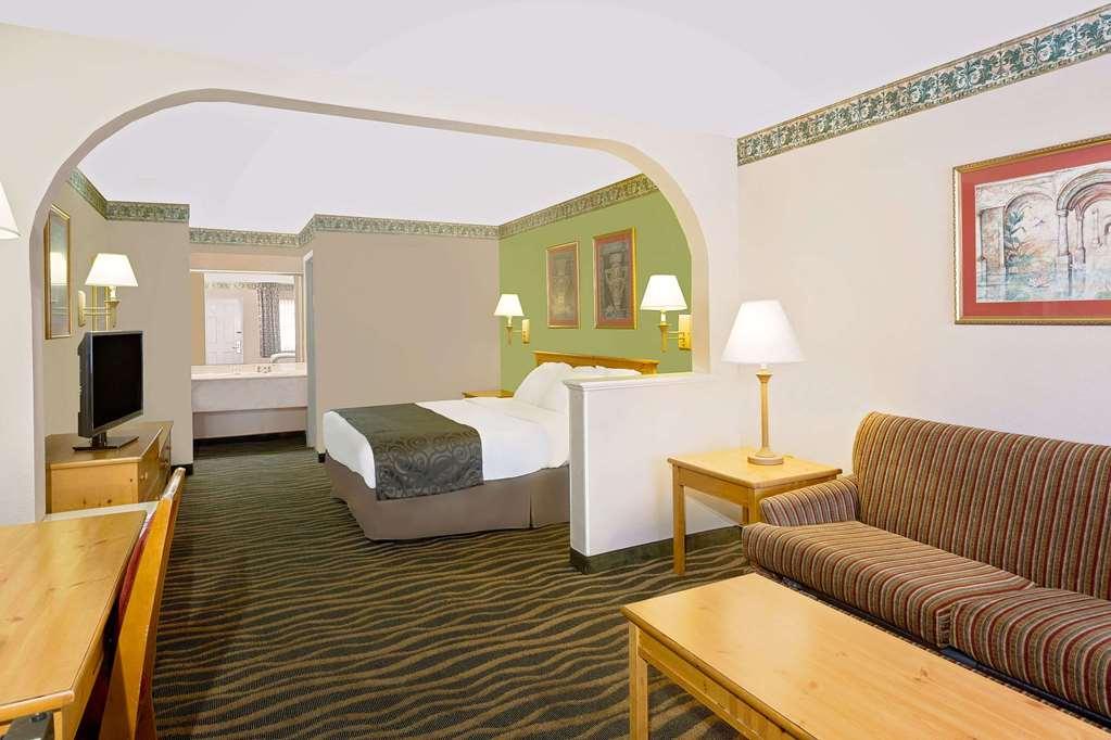 Gallery image of Days Inn & Suites by Wyndham Starkville
