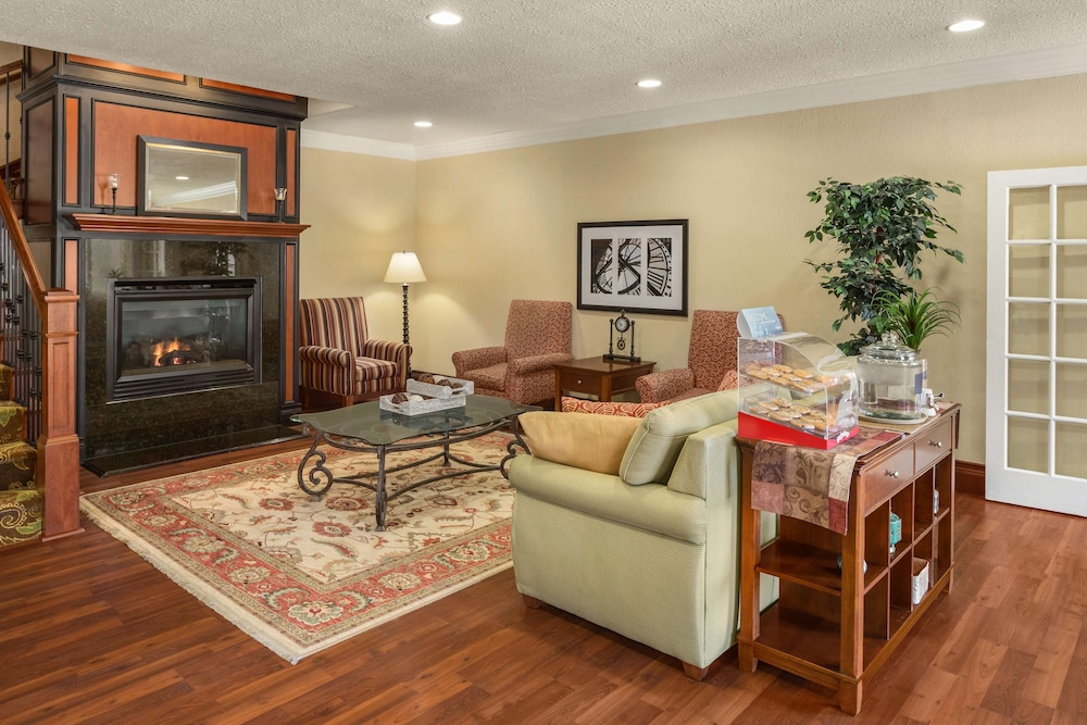 Gallery image of Country Inn & Suites by Radisson Bloomington Normal Airport IL