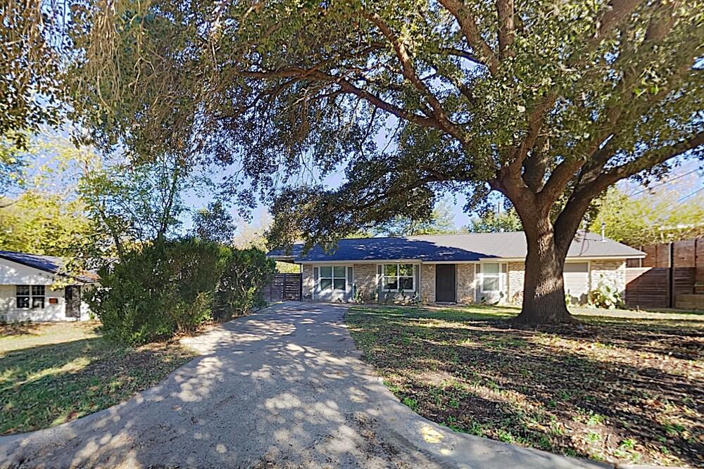 New Listing Soco Charmer W Screened Porch Yard 3 Bedroom Home