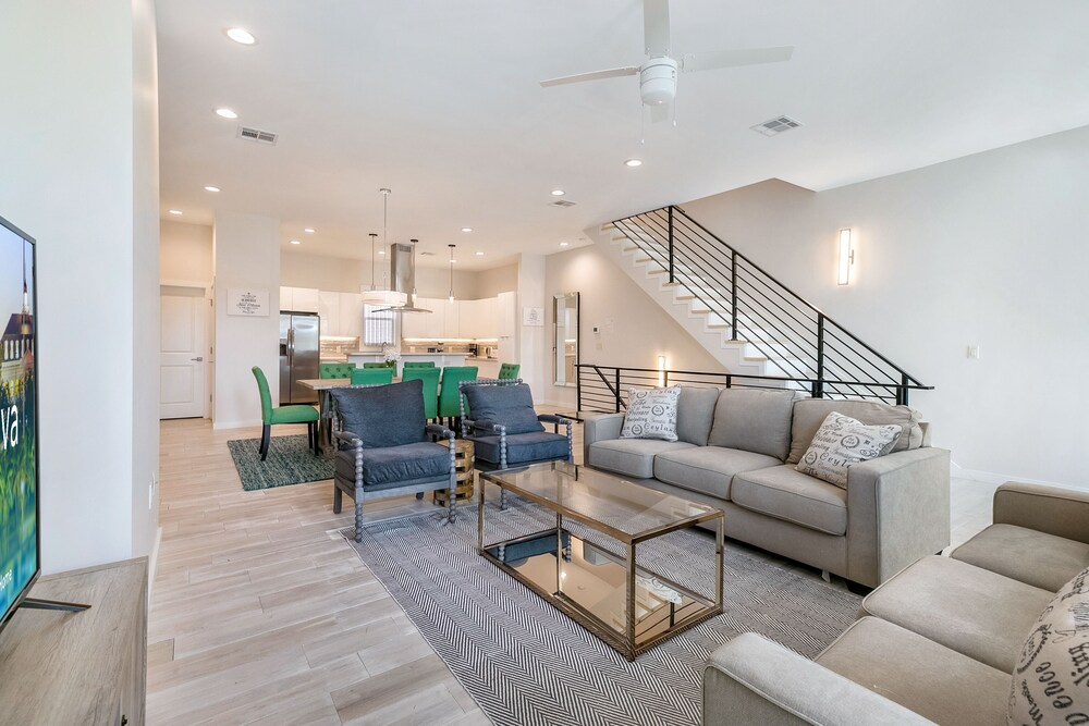 3 Level Brand New Townhouse in Mid City