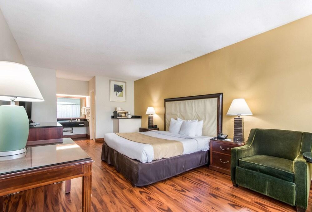 Gallery image of Quality Inn Boca Raton University Area