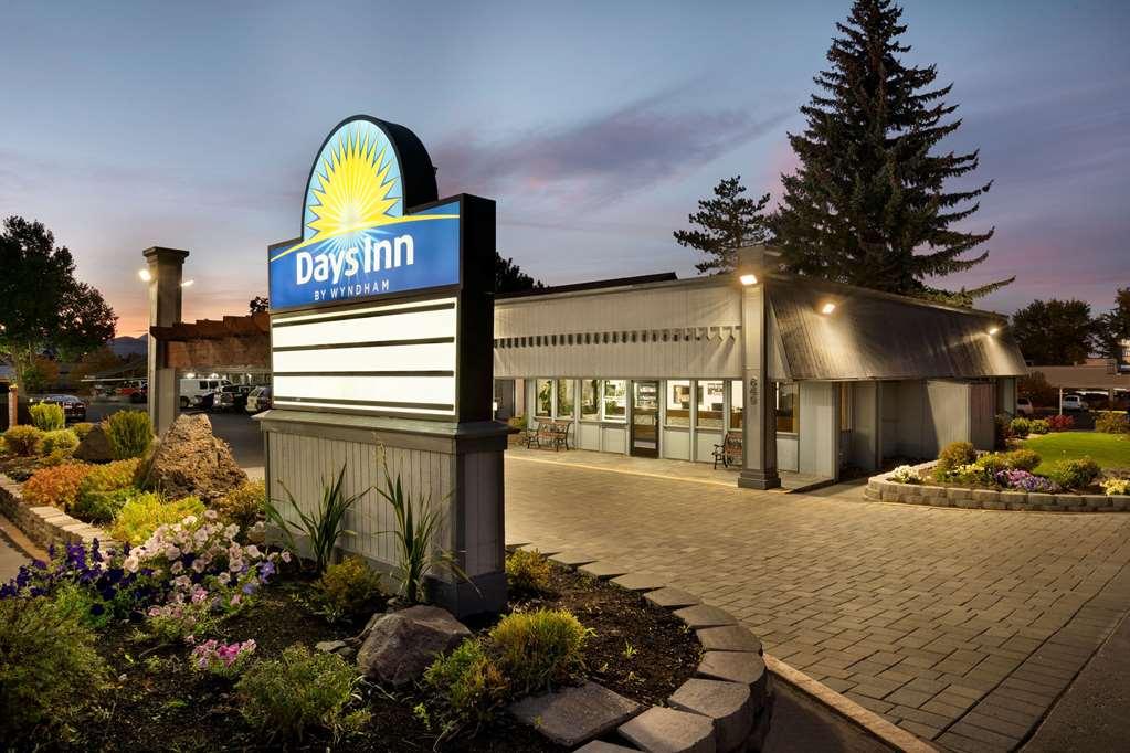 Gallery image of Days Inn by Wyndham Bend