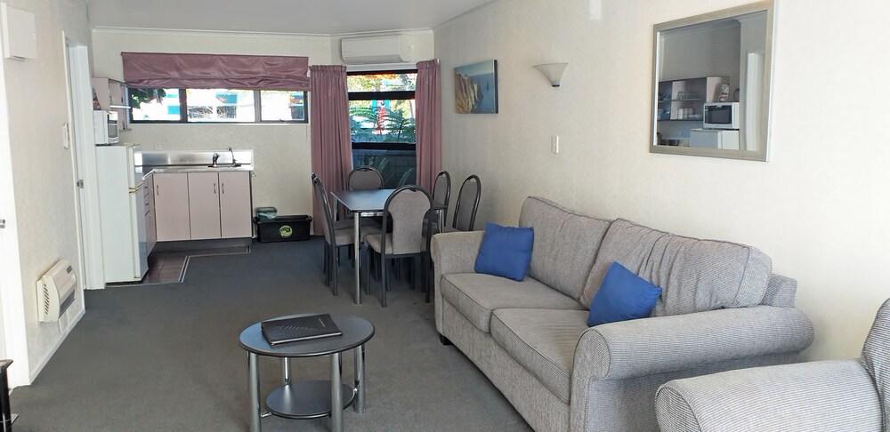 Gallery image of Shadzz Motel