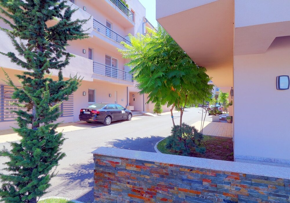 Garden Apartment close to Airport