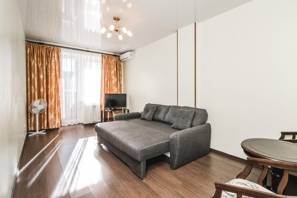 Apartment on Komsomolskaya St. 25B