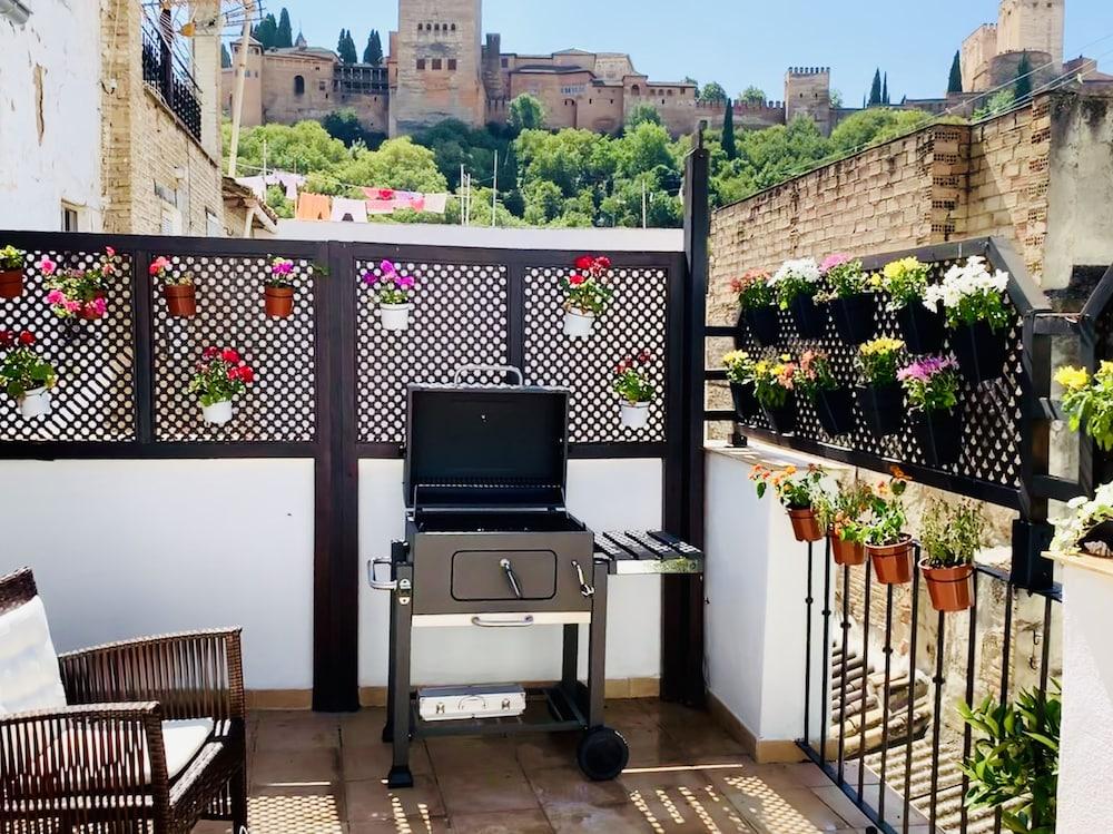 Arab House D Oro Alhambra Center