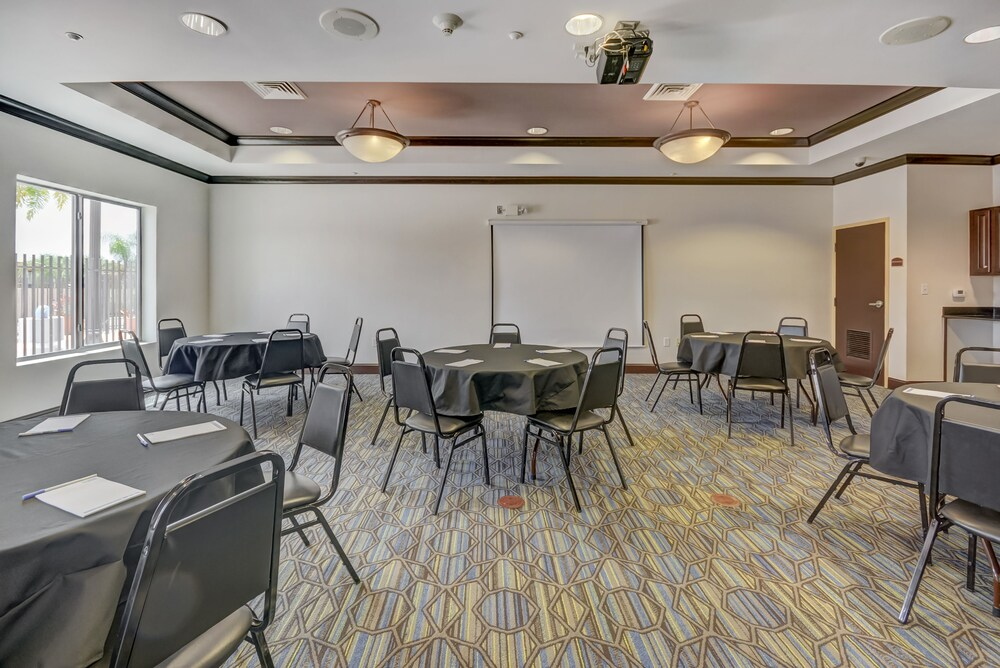 Gallery image of Holiday Inn Express & Suites Tampa USF Busch Gardens