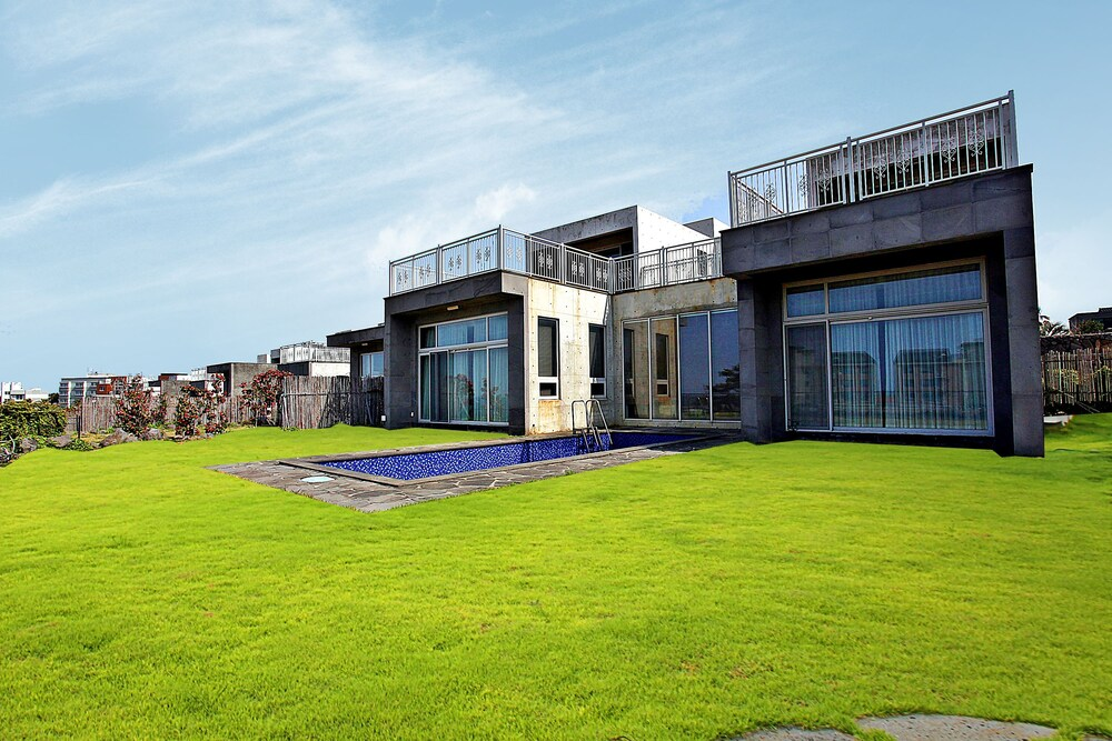 Poolvilla at Aewol