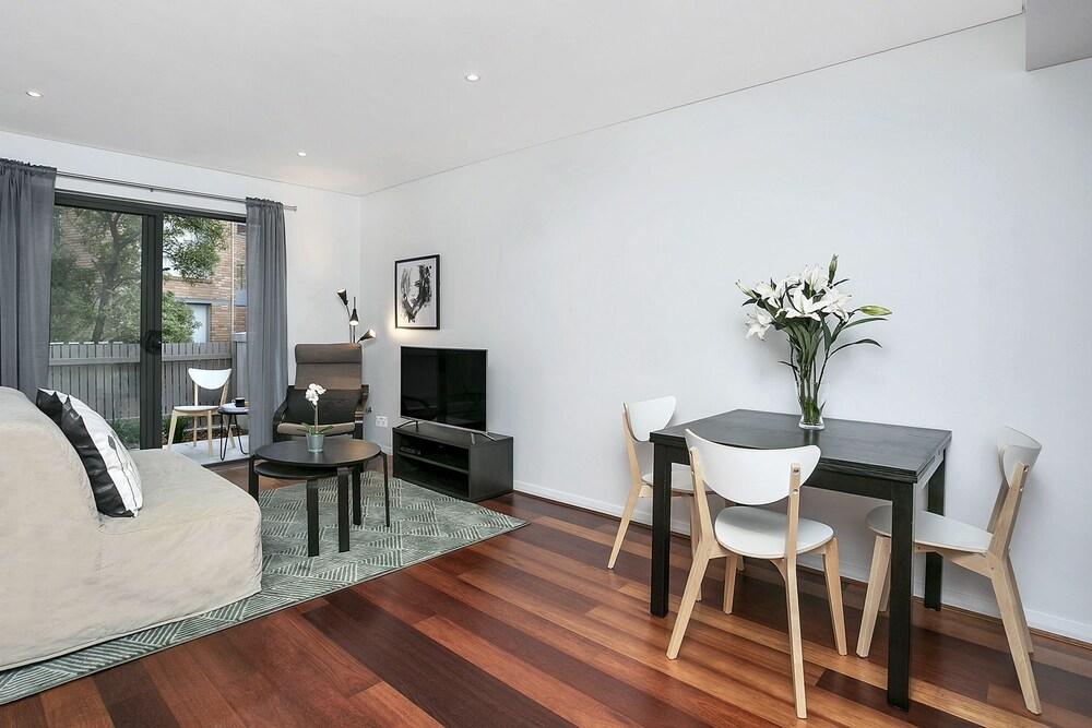 Contemporary Garden Apartment SINC1