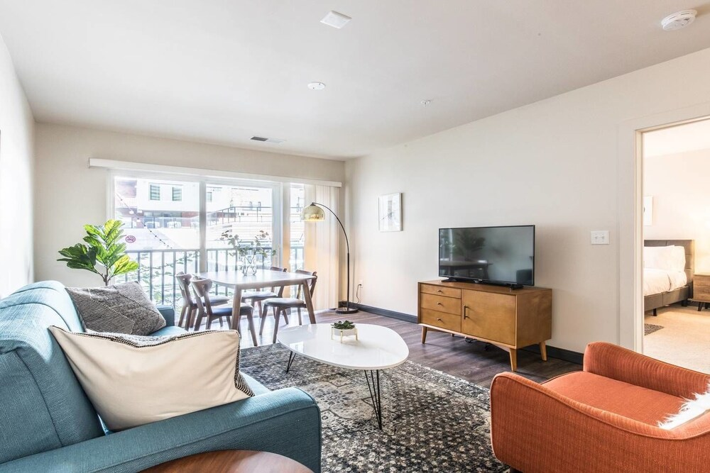Midcentury Design in the Heart of DC 2Bdrm 2Bath