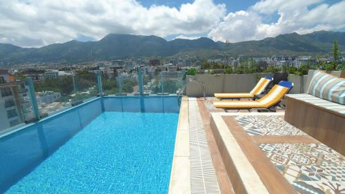 Aqua Royal Residence AYt Apartments