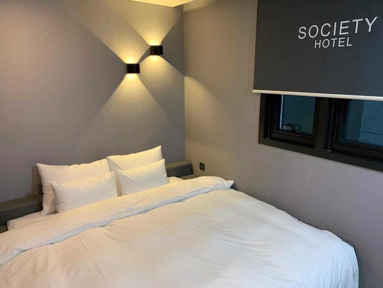 Hotel Society