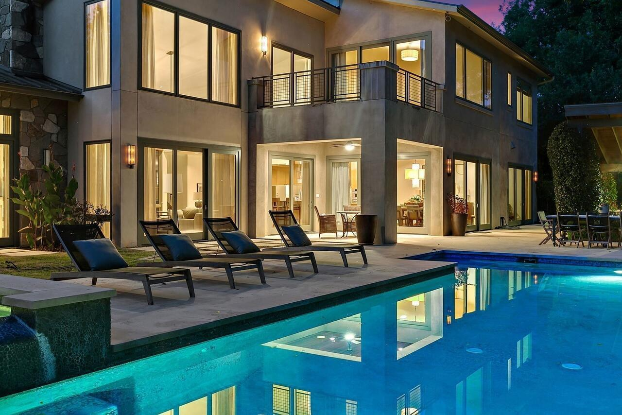The Above Contemporary On Lake Austin 5 Bedroom Estate