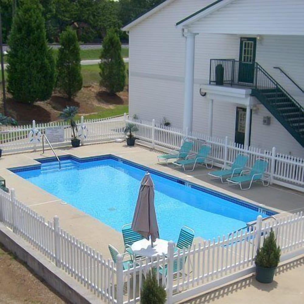 Gallery image of Plantation Inn and Suites