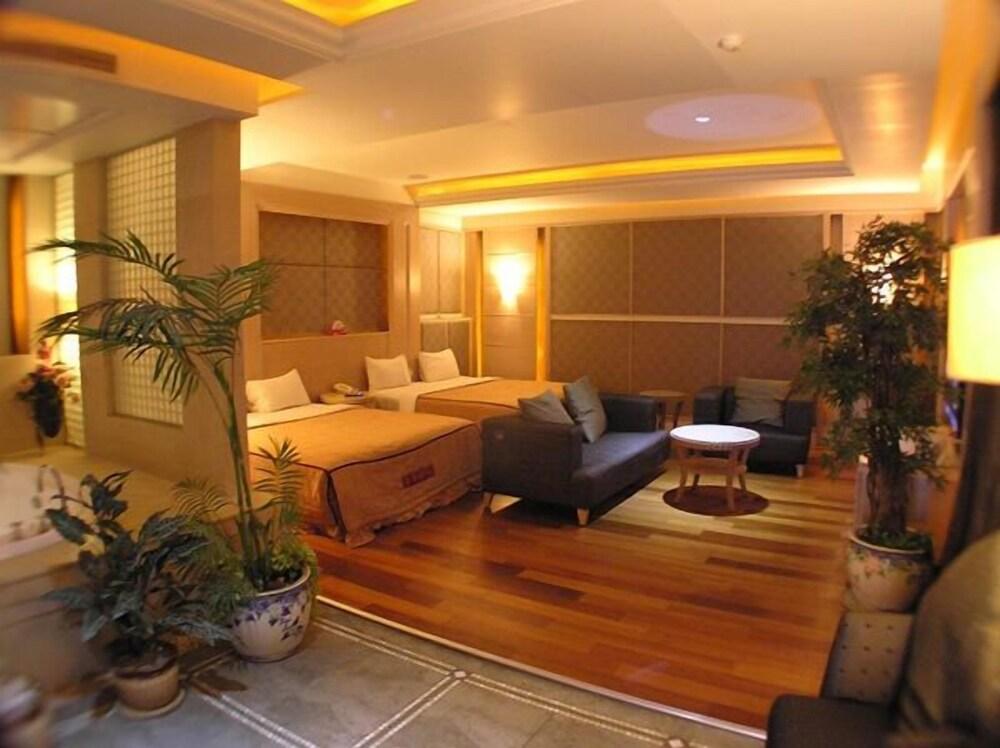 Changsing Business Motel
