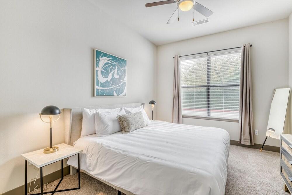 Kasa Houston Midwest Apartments