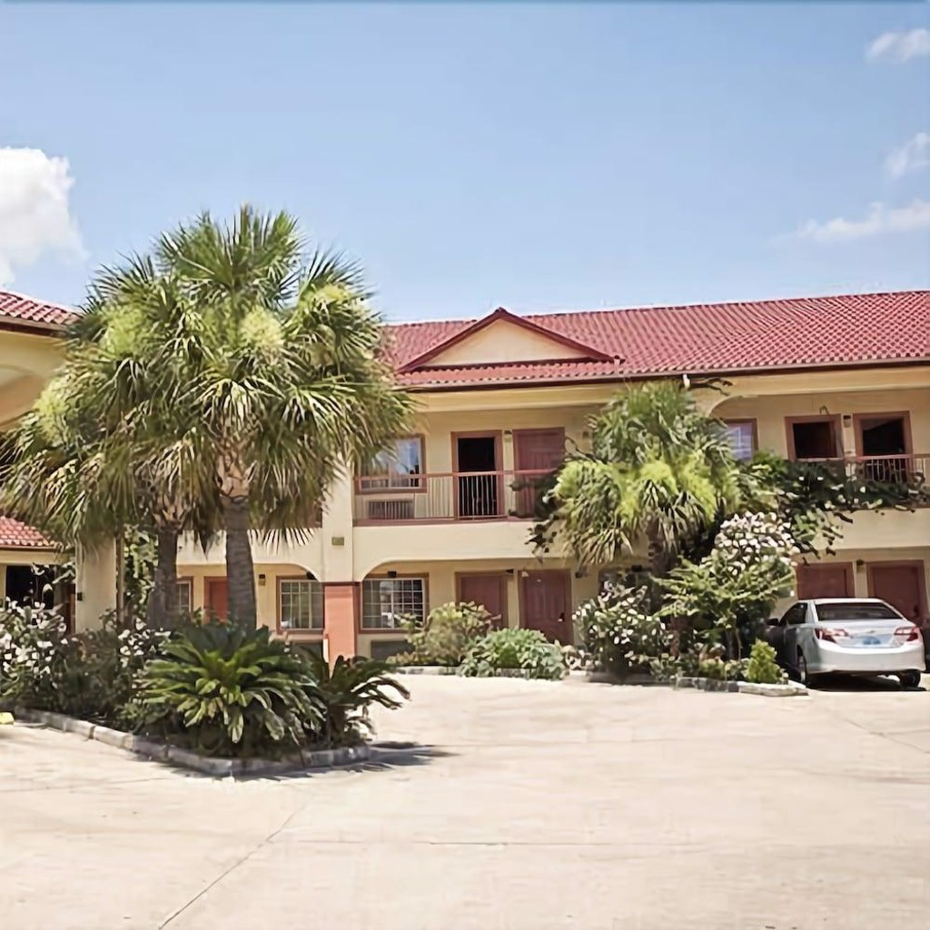Palace Inn and Suites Willowbrook