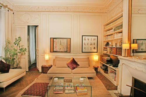 Large 2 Bedrooms Latin Quarter