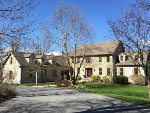 Mt. Nittany Hideaway Beautiful And Spacious Home