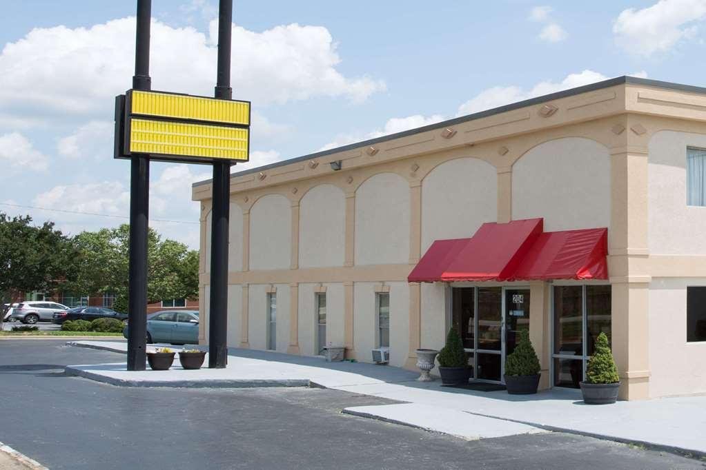 Gallery image of Super 8 Greensboro